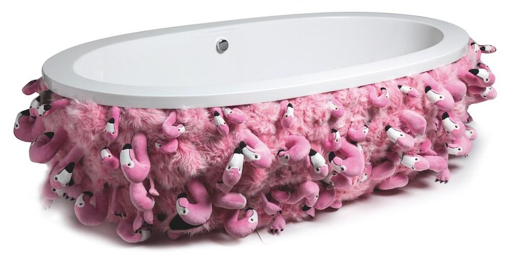 Accessoires pop pour une salle de bain colorée