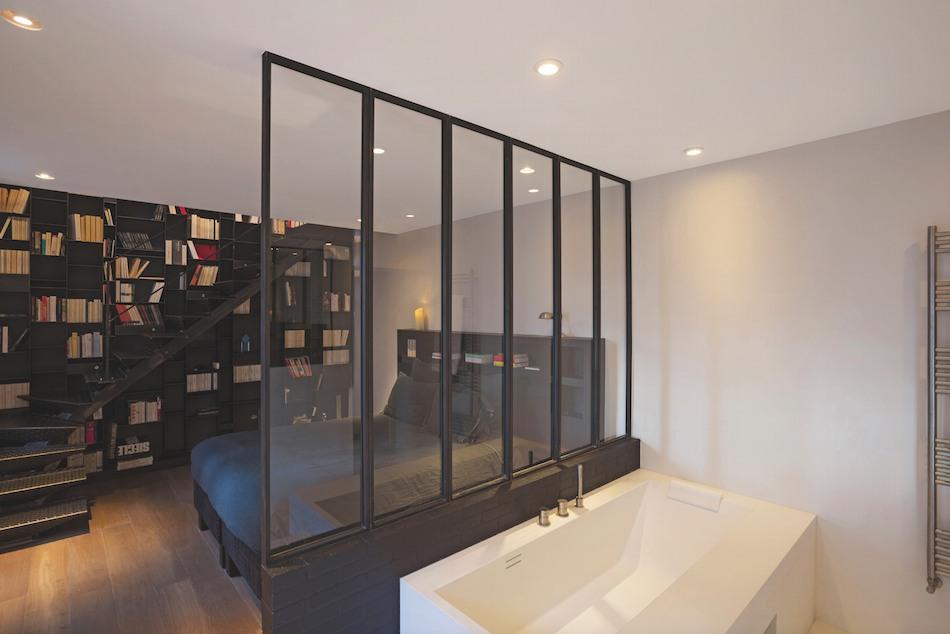 salle de bain verriere baignoire et chambre - Concept bain