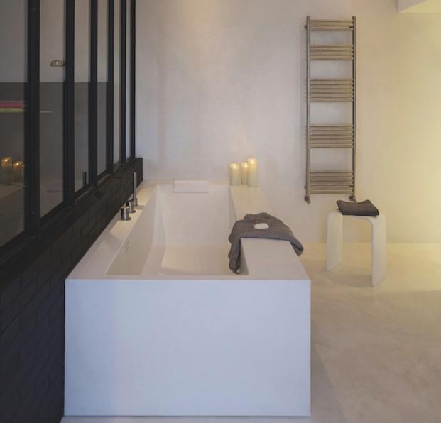 salle de bain verriere baignoire