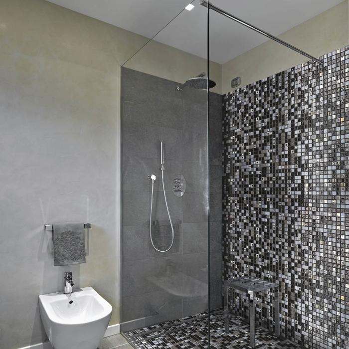 Quand la douche à l\'italienne se pare de mosaïque - Concept bain